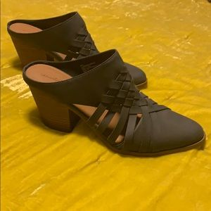 Universal Thread Co. Slate gray heeled mules/clogs